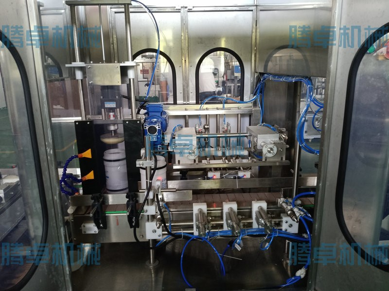 优质液体灌装机